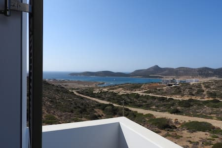 Iris_ A quiet place to relax_St George Antiparos