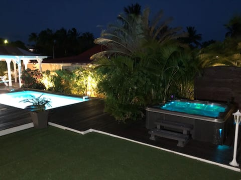 Villa with jacuzzi close to the beach