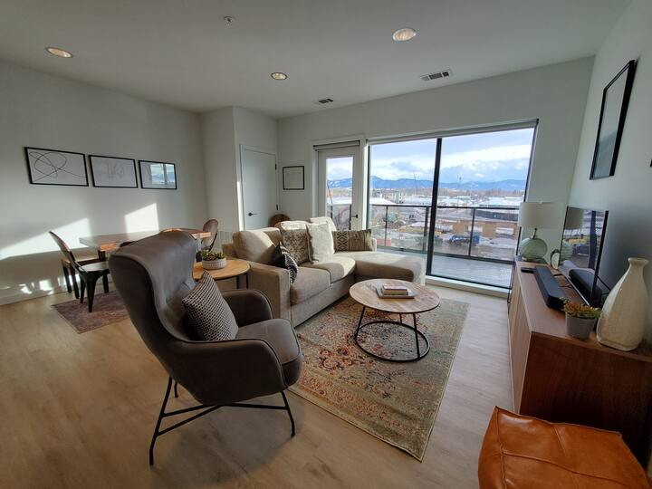 Cannery South - Sunny Two Bedroom Condo in Cannery Flats
