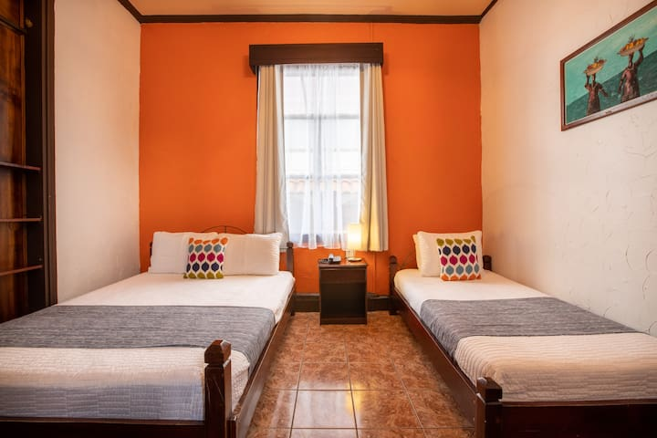 ALAJUELA CITY Hotel & Guest House   BEST IN ALAJUELA!  Comfort Room