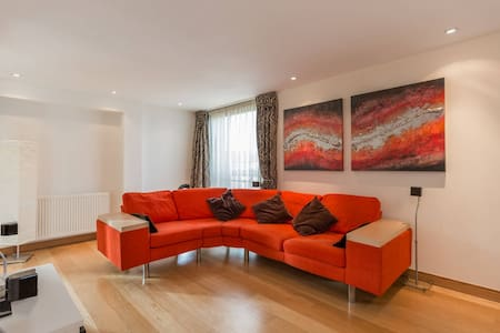 Bright 3 bed New Build overlooking water of Leith - Edinburgh - Lejlighed