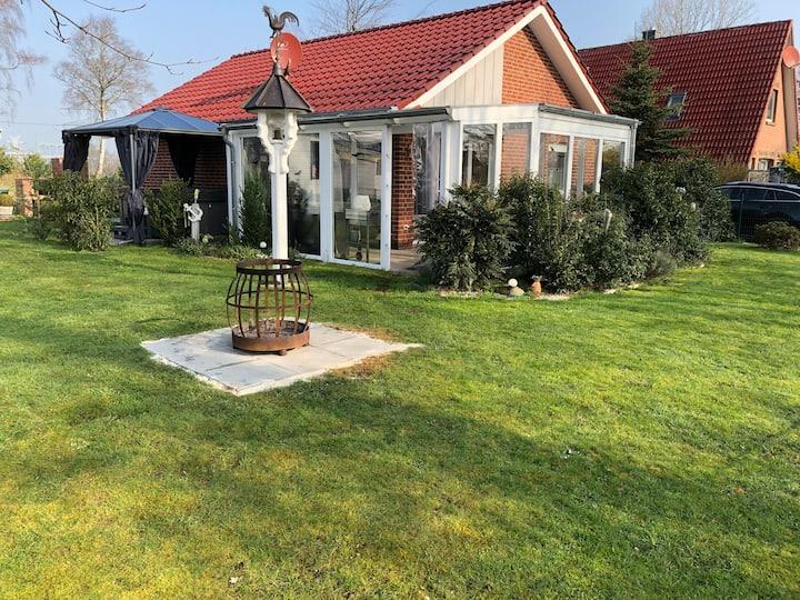 Ferienhaus mit Whirpool, Sauna u. Wintergarten