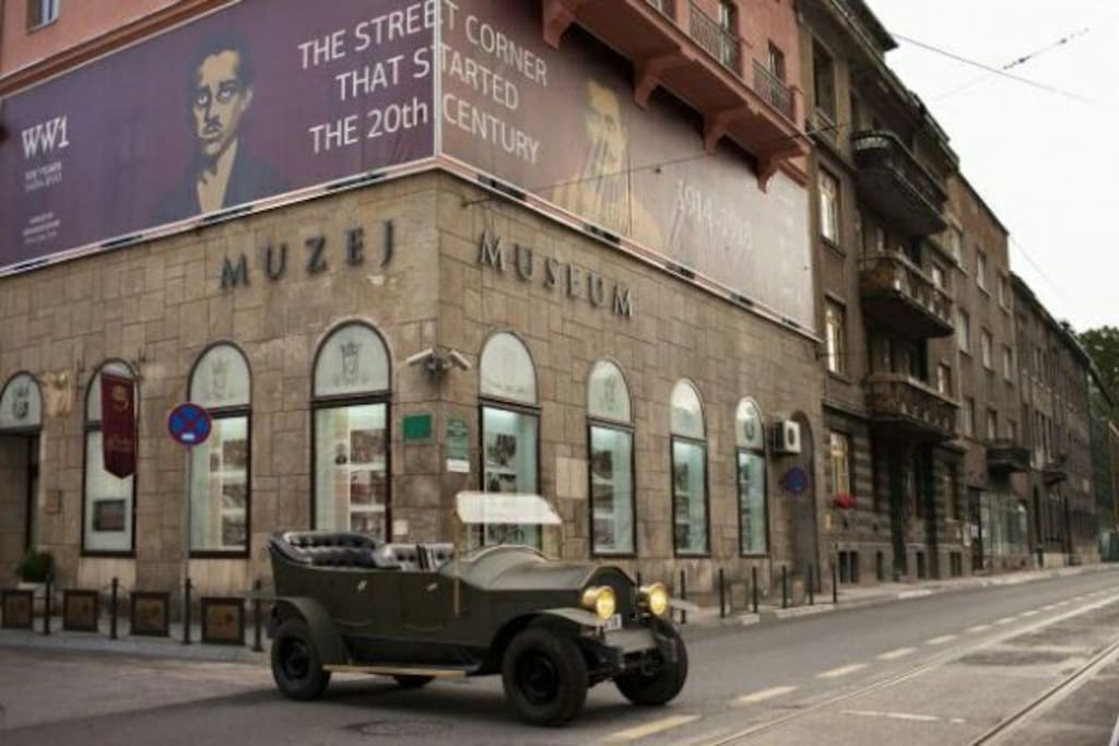 Muzej 1878-1918 is a museum located in the centre of Sarajevo, at the beginning of my street, so you can be there for second and learn about this period of the history of Bosnia&Herzegovina, which begins with the invasion of the Austro-Hungarian Empire and finishes with the end of the 1st World War. Here you can see very important documents of the central empire and some objects of the murderer of Archduke Franz Ferdinand, a Serbian activist. Really, if you are a history-lover, this museum is very small (only one room), but very, very, very interesting and here you can learn a lot about one of the most important moments of the European history.