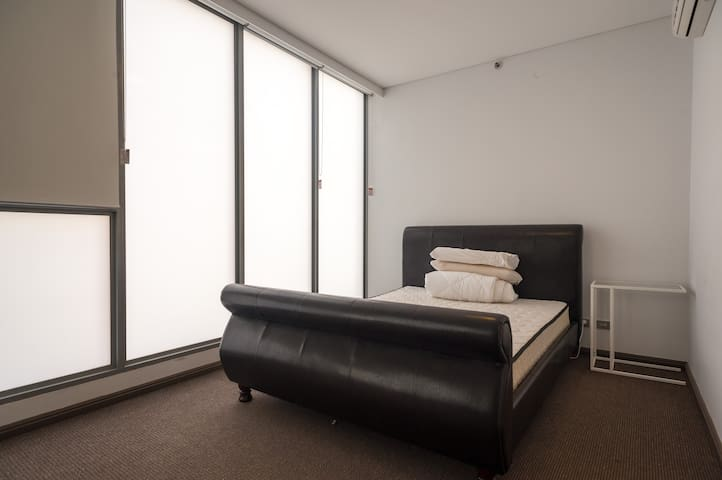 Luxury High Rise with Ensuite Room, Fantastic View - Haymarket - Apartment