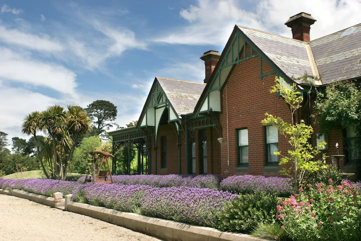Renovated 1887 Winery Homestead - Lancefield
