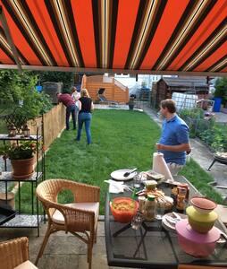 Klein u fein, mit zentraler Anbindung u Garten.