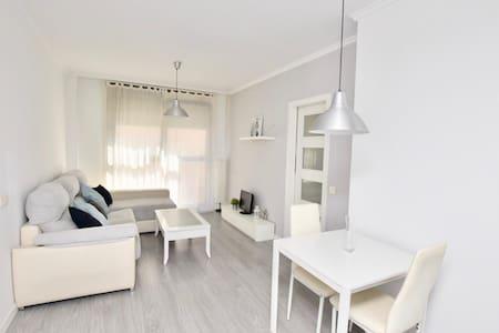 Apartamento equipado, moderno y bien comunicado
