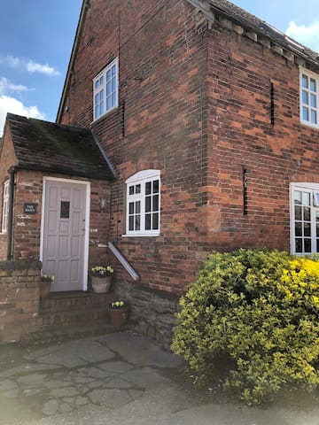 The Barn: 2 bedroom cottage, Leamington Spa