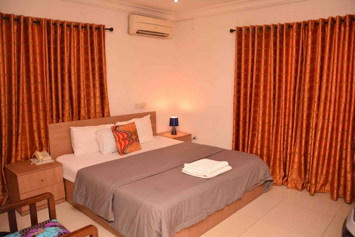 Waterside Hotel & Free Breakfast - Lekki 1 (Rm302)