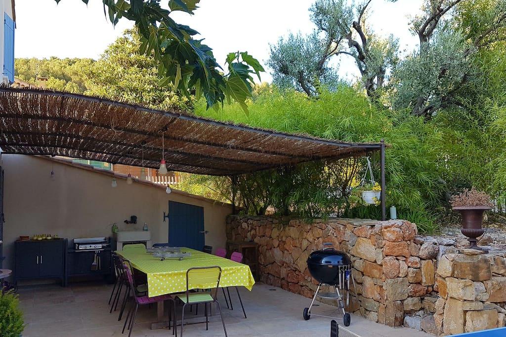 Bastide avec jardin piscine spa villas louer for Accessoires piscine ollioules
