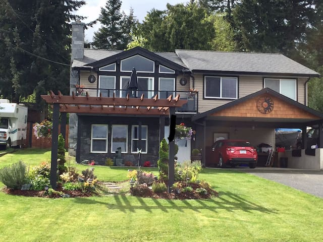Beautiful Chemainus Escape, on Vancouver Island,BC