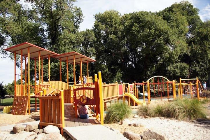 Childrens' playground Edinburgh Gardens 600m to the west