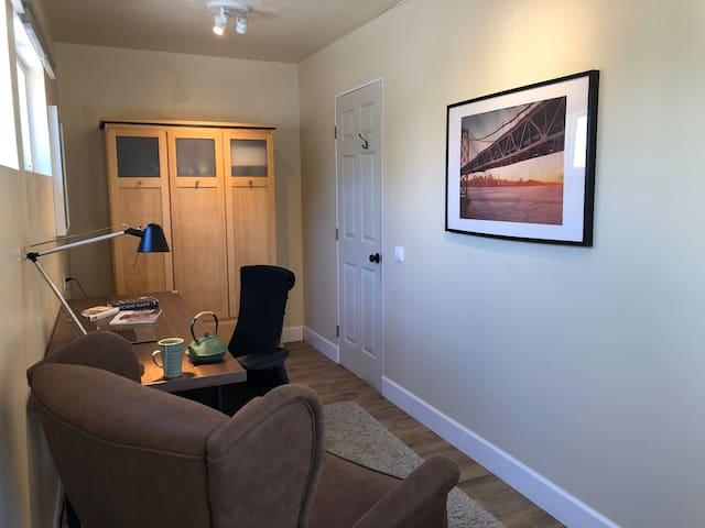 Light Filled Room near UCB, SF & BART