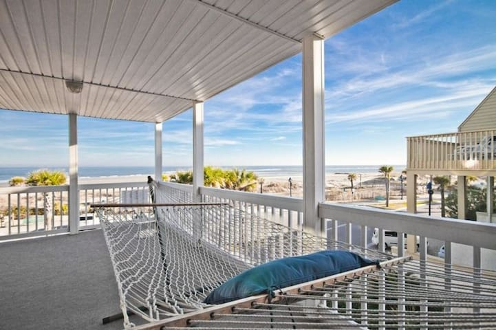 Porpoise Point- Exceptional Beach Front Living