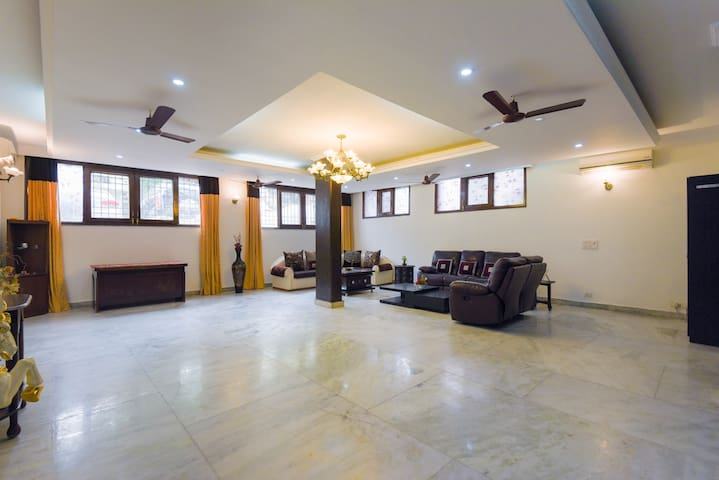3 Bed Bath Home with AC Kitchen WiFi Parking in GK