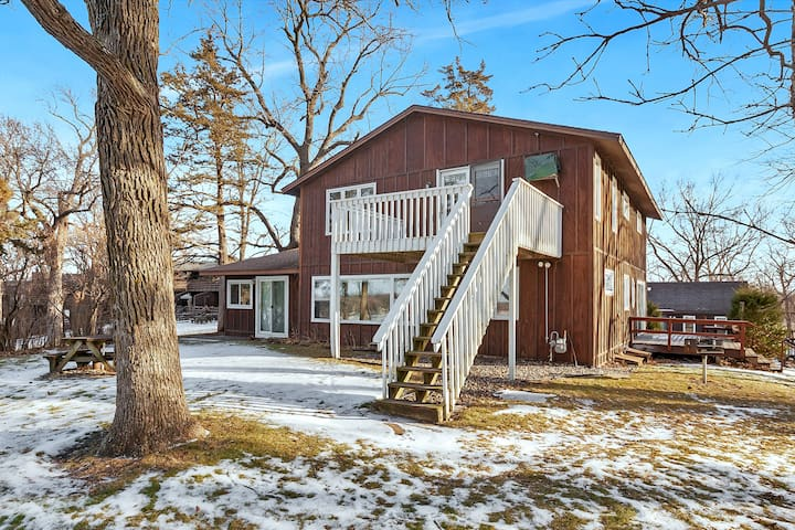 Maple Hill Lodge Upper Level on Clearwater Lake