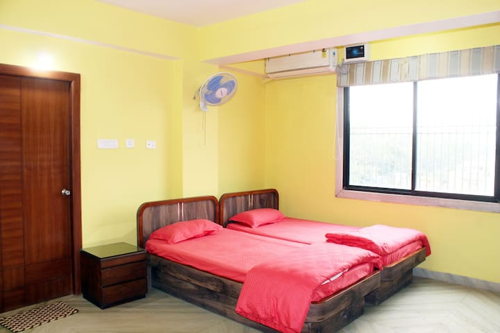 Sikaria Homes Deluxe AC Triple Bedroom Att. Bath