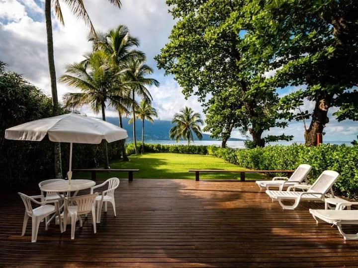 Luxuosa casa de praia pé na areia com 6 suítes