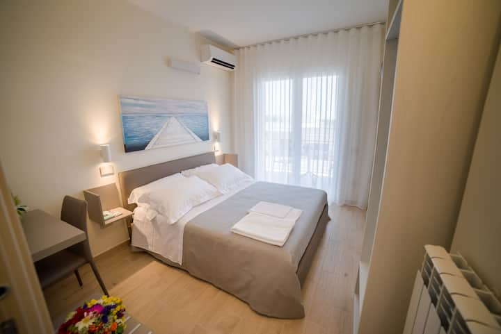 Kamilia Guestrooms-double room with balcony