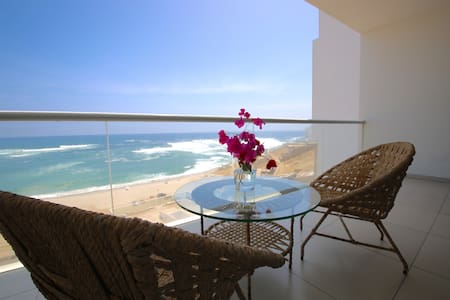 Departamento frente al mar/ Full playa y surf.