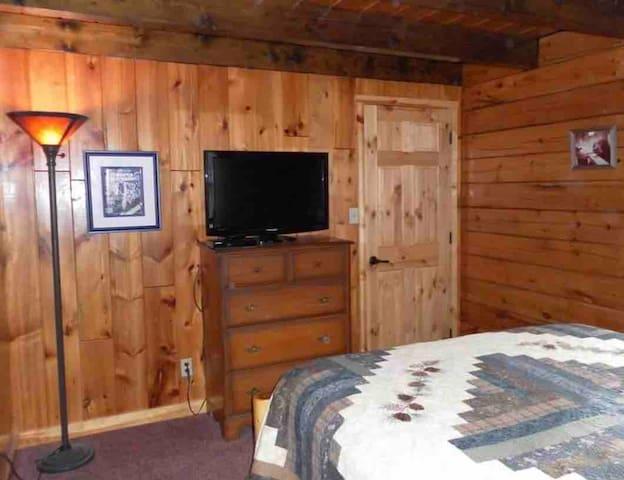 Main-level queen bedroom