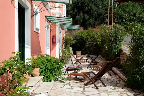 stavroula one bedroom apartement close  the beach