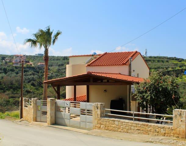Beautiful & sunny maisonette in Agia Marina - Chania - Huis
