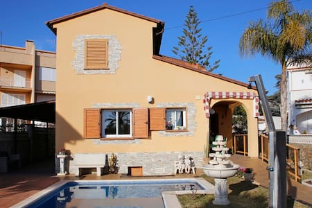 Villa with private pool and barbecue, 900m beach - Creixell