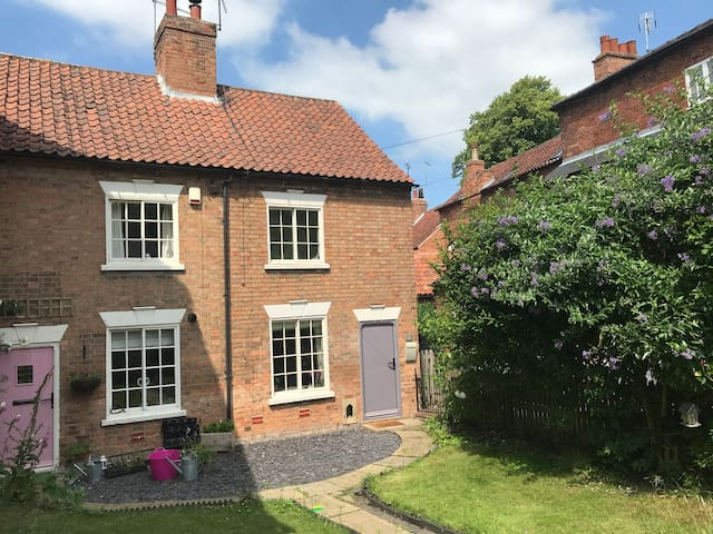 The Beekeepers Cottage in the heart of Southwell