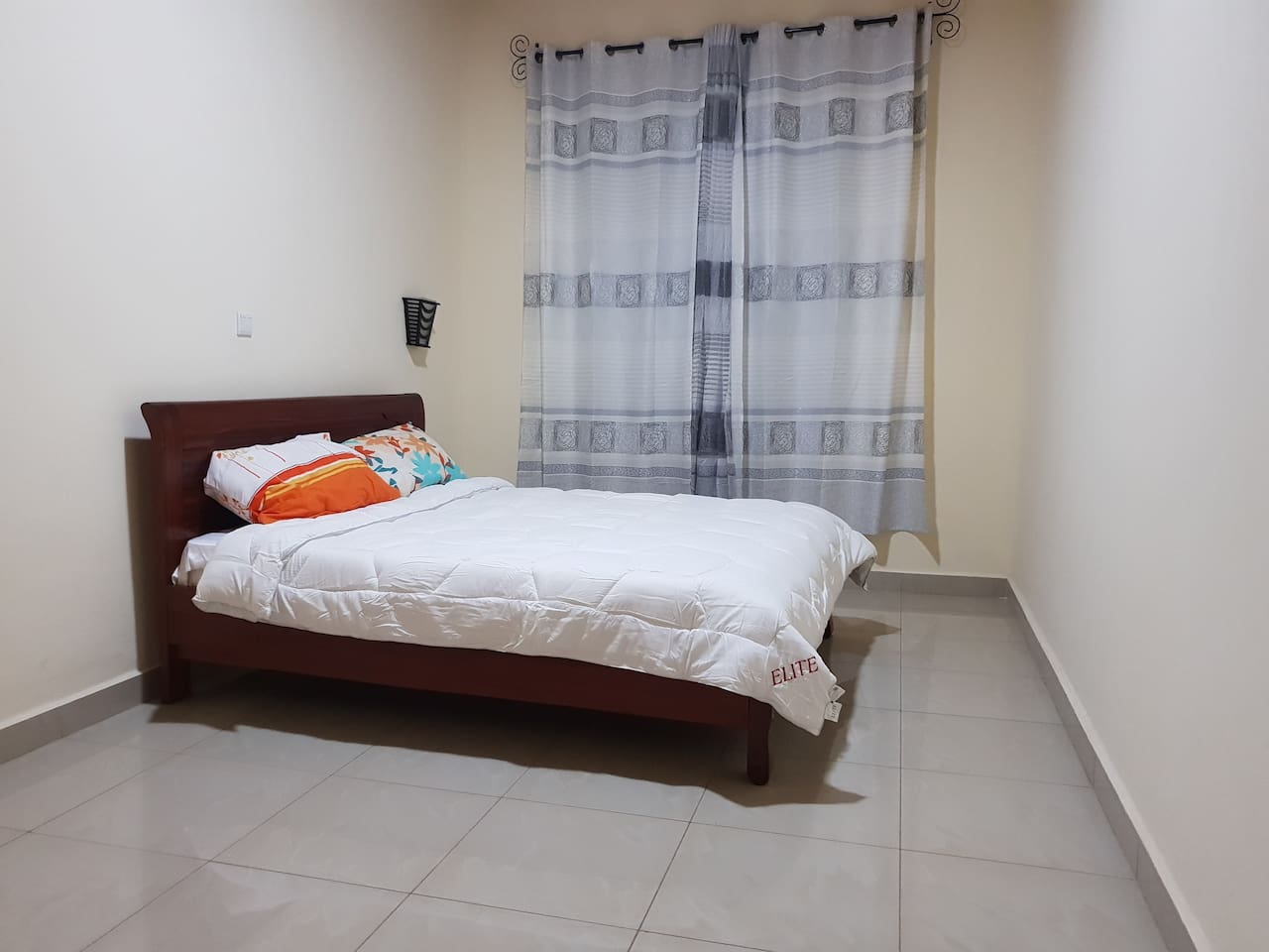 Room in Nice, Comfy Home in a Quiet Area,WiFi