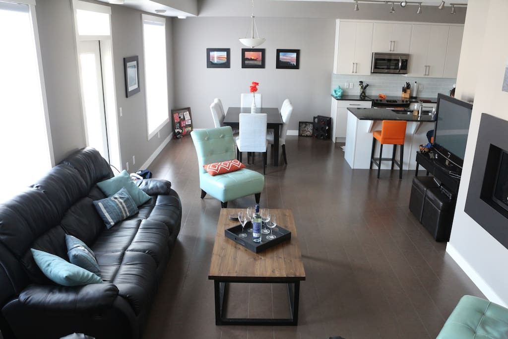 Open concept living space - great for families or entertaining!