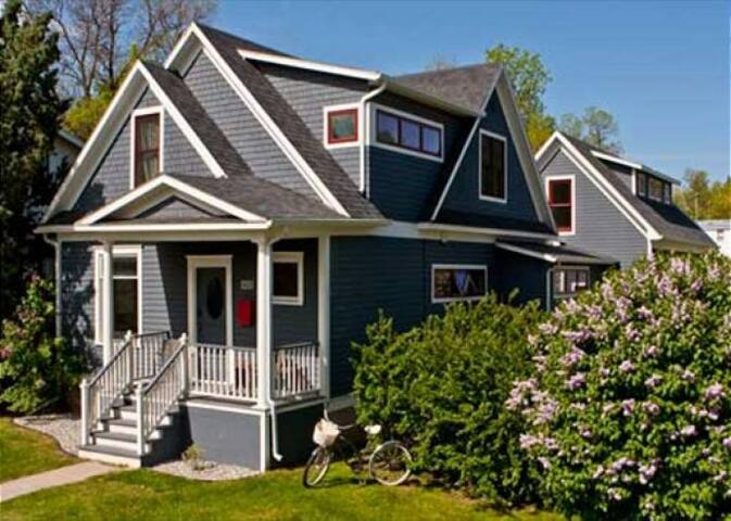 AHouseDowntown@SBlack - Spacious Home in Downtown Bozeman