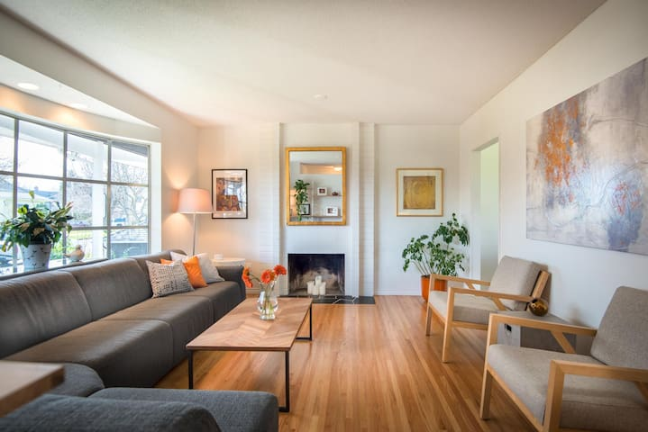 Family Friendly House in Victoria's Hippest hood!