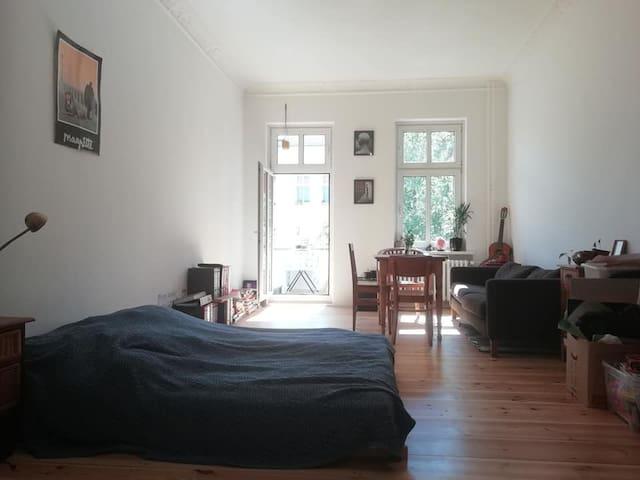 Beautiful and sunny room in the heart of Neukölln