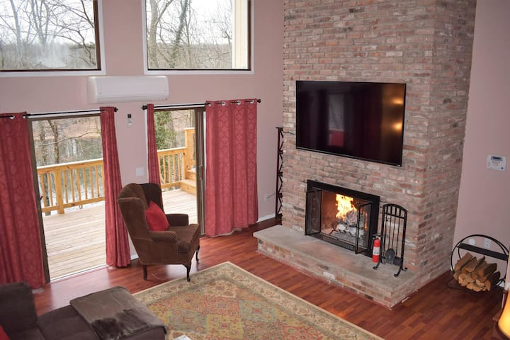 Amazing, 4 bedroom, Lakefront home with a wood burning fireplace! - EAST STROUDSBURG - Casa