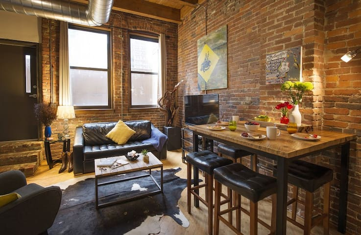 Downtown Music City Loft, No Show Jones, Sleeps 6!