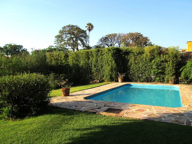EscapeTheWorld: Pool, garden, 10minWalkToCentre