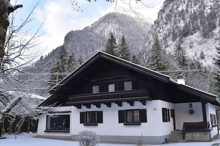 Large family chalet ideal for Winter/Ski holidays