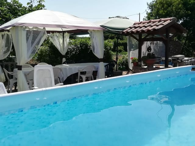 Wonderful villa with swimming pool aboveground