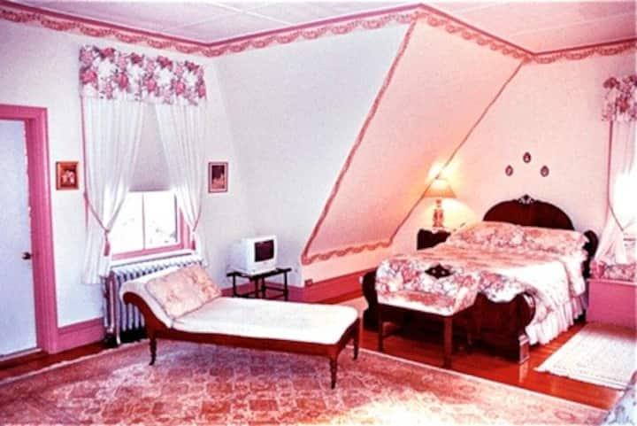 Whistler's Room/Mrs. Whistler's Room (#5)