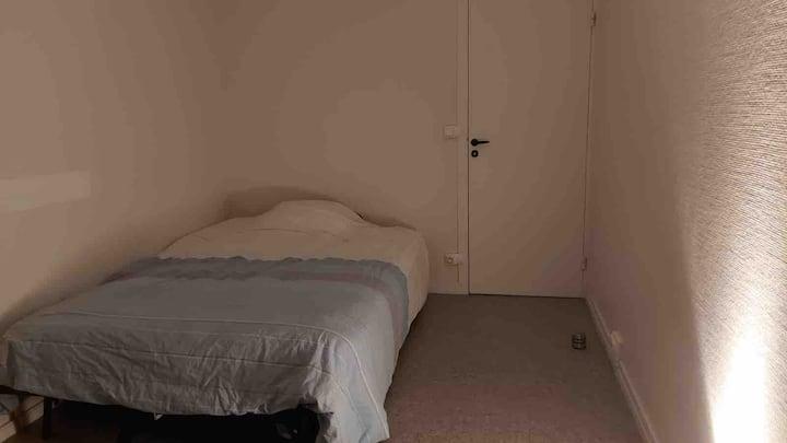 Chambre dans Appartement Silencieux Centre Orléans