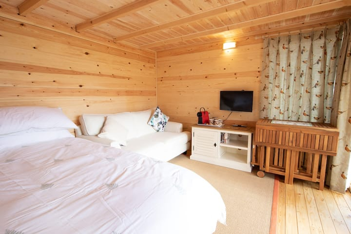 Relaxing, Tranquil  Hot Tub Retreat Bromham, Wilts