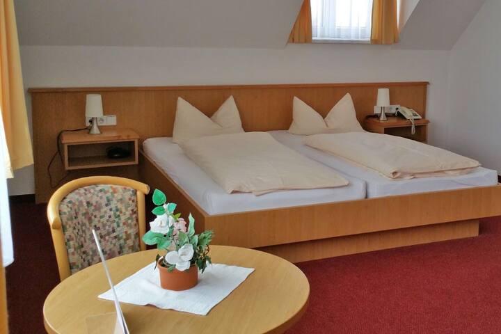 Hotelzimmer Doppel- oder Dreibettzimmer