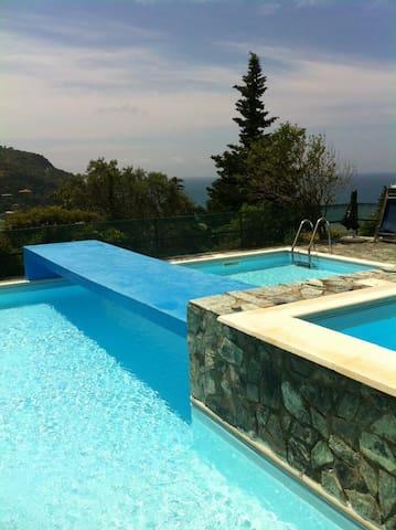 Appartamento vista mare con piscina comune