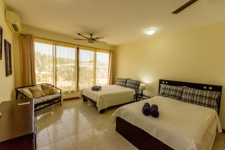 Jaco Beach – Sunny Condo – 1 Block from the Beach