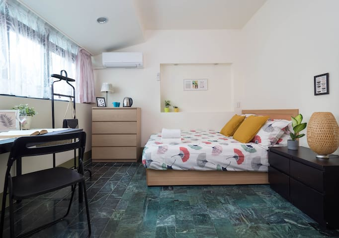 *New studio* in BEST LOCATION (Yong Kang Street)