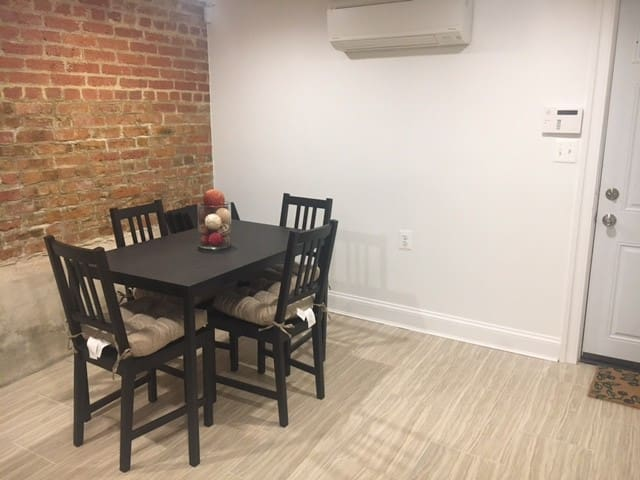 Newly renovated suite in the center of the city!
