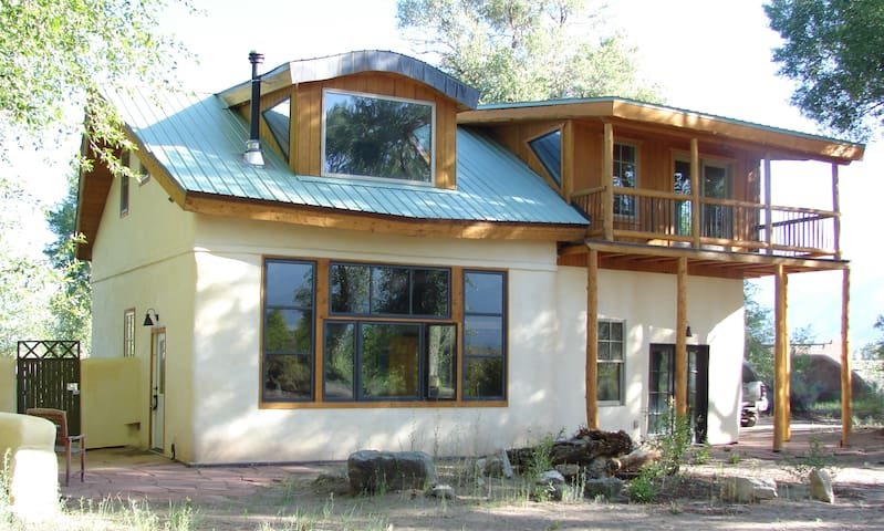 Beautful Passive Solar, Strawbale Home on 3.5 acea - Crestone - Casa
