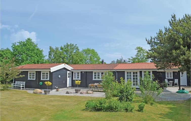Holiday cottage with 2 bedrooms on 110m² in Væggerløse