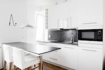 ★ Modern, Bright Apt. By Water in Hip Area ★